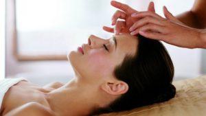 массаж лица косметологом