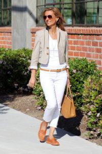 светлая одежда летом для женщин за 40