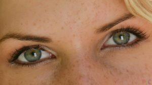 Фото: серо-зеленые глаза
